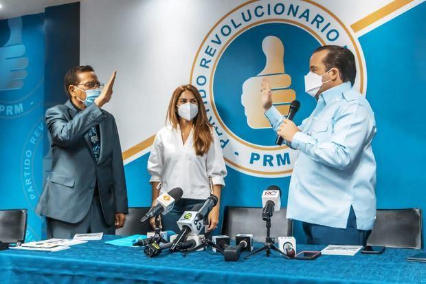 PRM juramenta a Aníbal De Peña, cantautor del Himno de la Revolución de Abril del 65