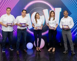 Luis Castaños, Manuel Molina, Paola Cardona, Alejandra Betancourt y Kris Núñez.