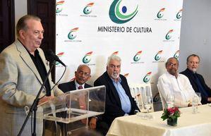 El ministro de Cultura arquitecto Eduardo Selman, hablan durante la entrega del Premio Nacional de Artes Visuales 2019.