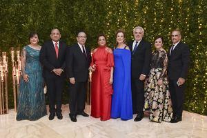 Gobernador Valdez Albizu y esposa ofrecen cena de gala en honor de los miembros de la Junta Monetaria.