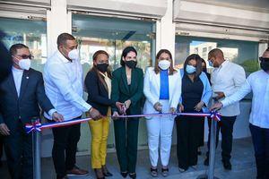 Ministra de la Mujer y Primera Dama inauguran local de OPM y OMM en San Pedro de Macorís y Consuelo.