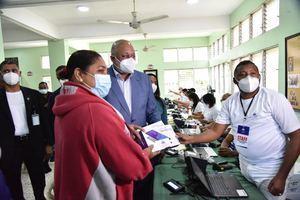 Minerd distribuye en Cotuí dispositivos tecnológicos a estudiantes