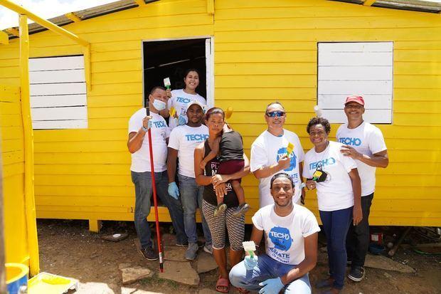 Voluntariado Bancentraliano y TECHO pintan casas y donan filtros de agua
