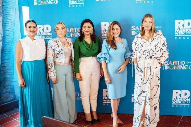 Elizabeth Mateo, Esther Báez, Melkis Díaz, Carolina Mejía y Claudia Zuleta.