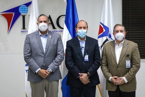 Los titulares de la ODAC y el IDAC, Ángel David Taveras Difo y Román E. Caamaño, junto al subdirector general del IDAC, Héctor Porcella.
