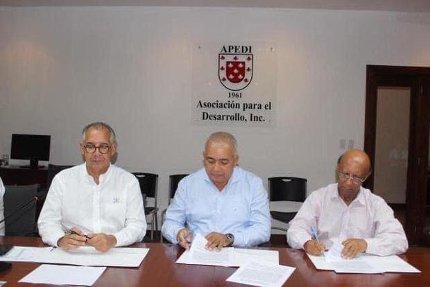 Cámara de Comercio de Puerto Plata firma acuerdo de cooperación con APEDI y el Fondo Agua Yaque del Norte
