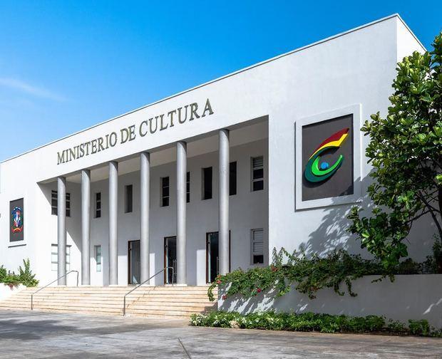 Cultura entrega hoy martes el Premio Nacional de Artes Visuales; pospone inauguración de la bienal