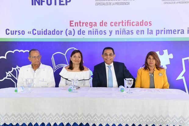 INFOTEP y DIGEPEP entregan primeras 86 certificaciones en Cuidador de Niños y Niñas en la primera infancia