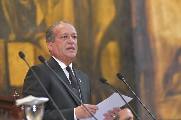 Presidente del Senado, Reinaldo Pared Pérez, afirmó este jueves que el país está a la espera que la Junta Central Electoral (JCE) garantice unos comicios libres, diáfanos y transparentes.