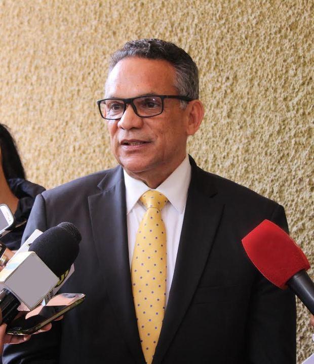 Ministro de Administración Pública, licenciado Ramón Ventura Camejo.