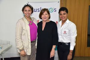 Ana Fermín, Christina creighton y Reni Vizcaíno.