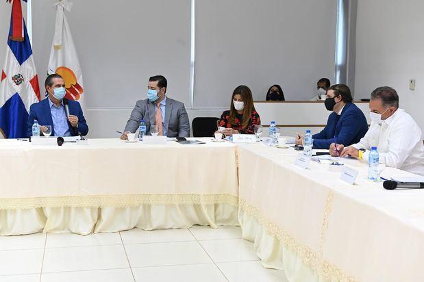 Ministerios Turismo, Salud y ASONAHORES dan toques finales a protocolos