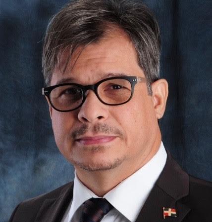 El escritor Carlos Vicioso.