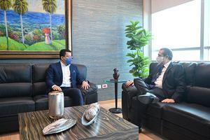 El Ministerio de Turismo, Collado, en colaboración con el ministro saliente Francisco Javier García.