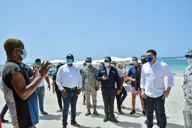David Collado, realizó en el martes un amplio recorrido por las playas de Boca Chica, Guayacanes y Juan Dolio.