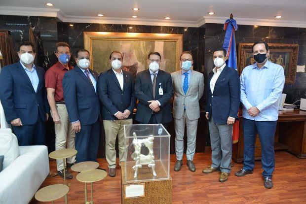 Director de Aduanas se reúne con Importadores de Vinos y Licores Asociados