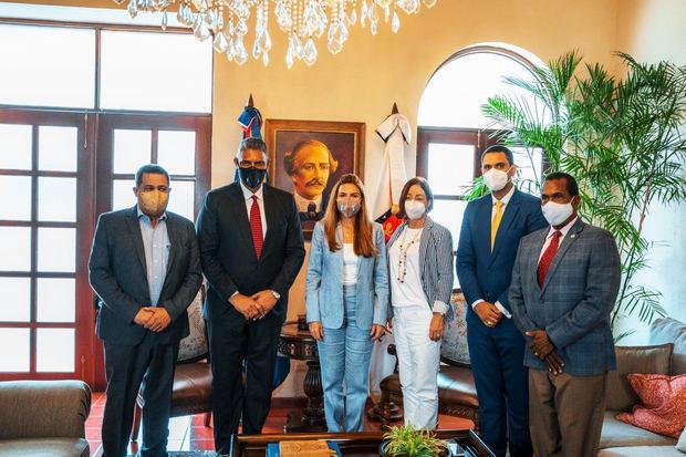 Alcaldesa Carolina Mejía y Ministro Interior y Policía junto a otros dirigentes coordinan acciones para implementar Plan de Seguridad Ciudadana
