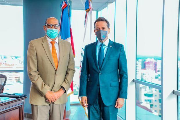 Víctor –Ito- Bisonó y embajador de la Unión Europea y el Reino de Bélgica, Iván Ogando.
