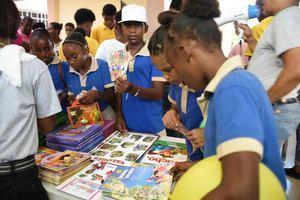 Espacio Bono Cultura donde los estudiantes de la región adquirieron libros.