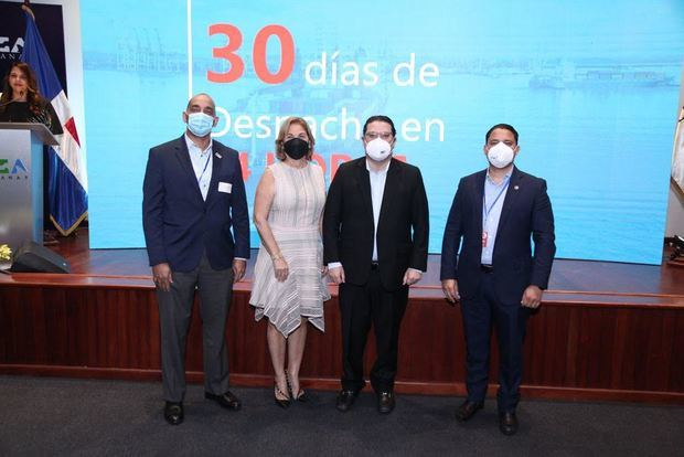 Cristyan Peralta, Maite Fernández y Ramón Badia.