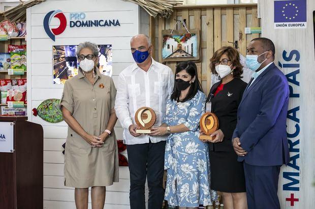 Vilma Arbaje, Gianlucca Grippa, Biviana Riveiro Disla, Olaya Dotel, Victor Encarnación.