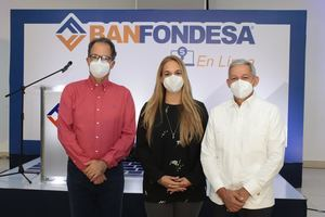 Juan Mera, Noreida Criscito y Cristian Reyna.