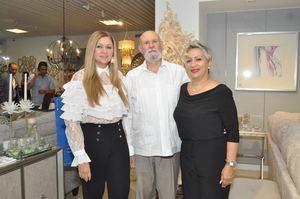 Yindra Alvarado, Pedro Vasquez y Doris Gonzalez.
