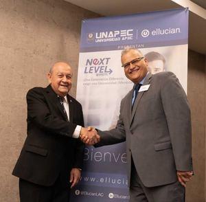 Doctor Franklyn Holguín, Rector Unapec y Felix Obregón Director Regional Sales Director Regional de Ventas.