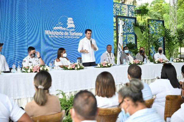 Turismo invierte más de 51 millones de pesos en diversas obras en Miches
