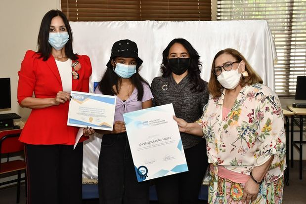 La Asociación Dominicana de Cronistas Sociales, ADCS, reconoció 11 estudiantes meritorios