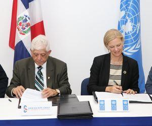 José Santiago Reinoso, presidente Consejo ACA Inka Mattila, representante residente PNUD.