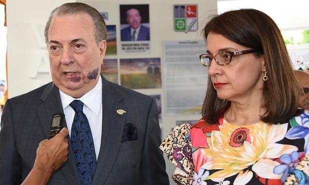 Ministro de Cultura, arquitecto Eduardo Selman y Ruth Herrera.