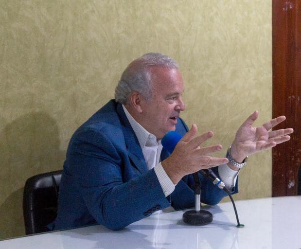 Juan Cohen dice a Monseñor Nouel hay que devolverle lo que se le ha sacado