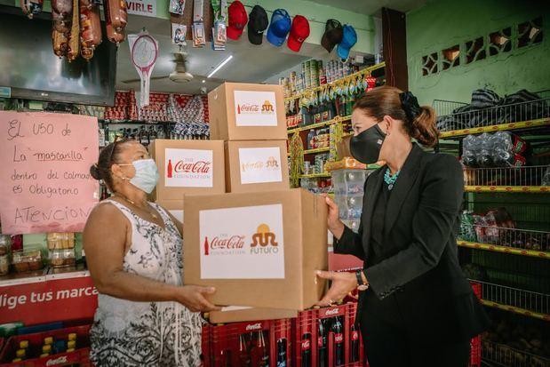Sur Futuro y la Fundación Coca-Cola integran a los propietarios de colmados en el programa de apoyo alimentario a familias