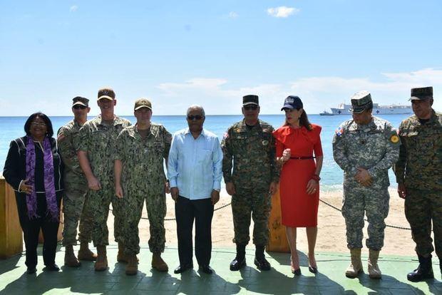 """El buque hospital Military Sealift Command USNS COMFORT, de Estados Unidos, concluyó hoy su misión medica """"Promesa Continua"""" en República Dominicana."""