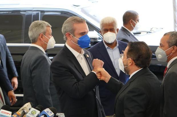 Alianza País recibe a Luís Abinader y autoridades del gobierno