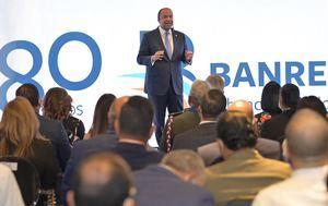 En un acto encabezado por el presidente Luis Abinader, el administrador general de Banreservas, Samuel Pereyra, anuncia la extensión de los beneficios de Expohogar para los dominicanos residentes en Estados Unidos.