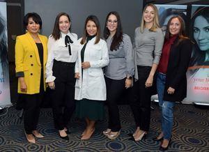 Eliana Garces, junto a dermatólogos domminicanos.