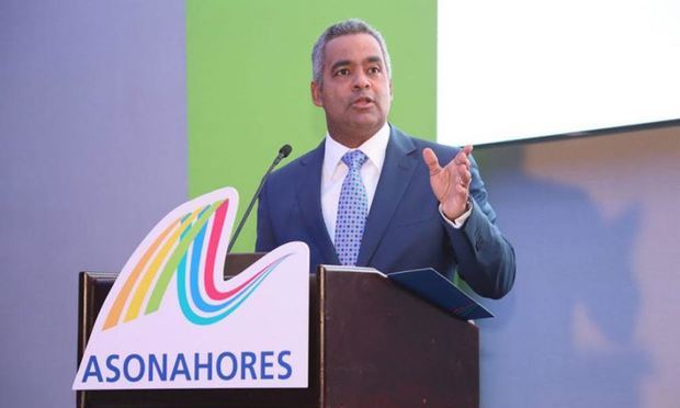 Joel Santos presenta programa de ocho puntos para restablecer el turismo