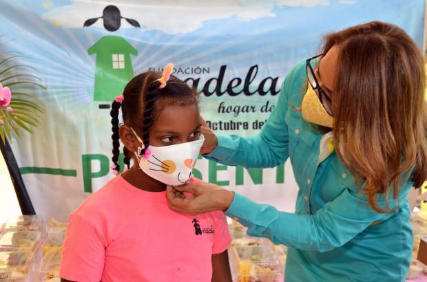 Inmoda RD entrega donativo de 600 mascarillas a hogar de niñas