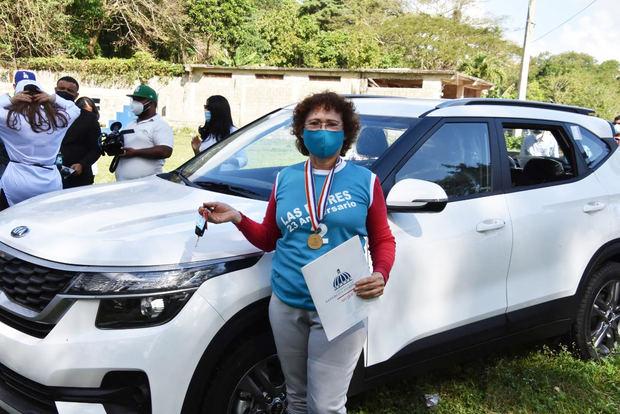 Ministerio de la Mujer entrega premio a Mujer a deportista ganadora de Medalla al Mérito a la Mujer Dominicana 2021