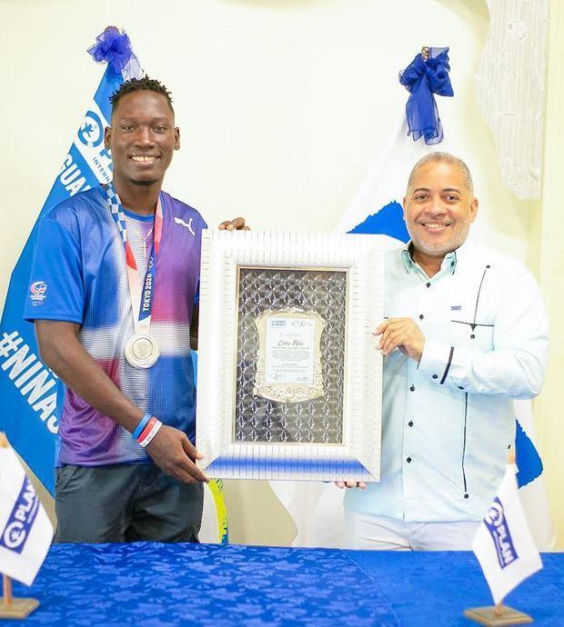 Lidio Feliz, Medallista Olímpico Tokio 2021 recibe reconocimiento en Barahona