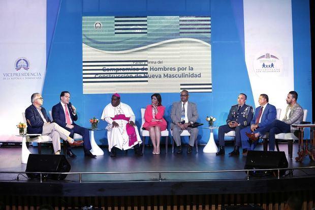Miembros del Panel de Hombres por la Paz y la Nueva Masculinidad.