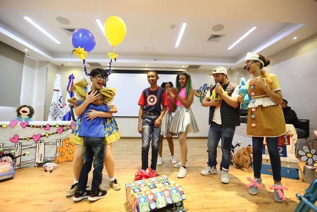 CAID recibe a niños y niñas en una fiesta de integración familiar por el Día de los Reyes