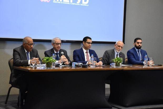 Mesa principal: Rafael Pérez Modesto, Henry Sahdalá, Juan Ariel Jiménez, Pedro Luis Castellano y Victor Jiménez.