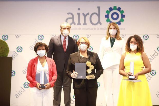 AIRD reconoce labor de legisladores y entrega premio GAB.