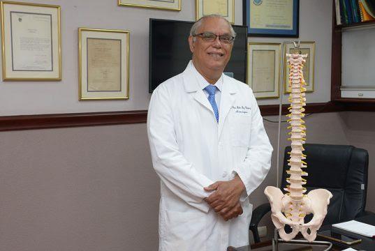 Veterano neurocirujano Pedro Pablo Díaz.