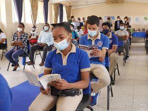 Ministerio Educación abre Punto de Lectura en el liceo Benito Juárez de Cristo Rey.