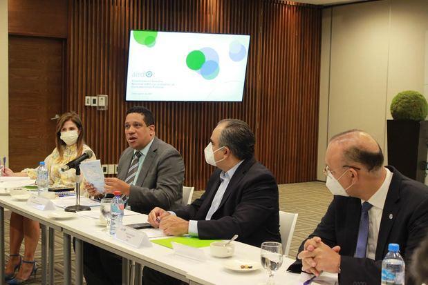 Pimentel expone ante AIRD logros alcanzados en Compras y Contrataciones Públicas