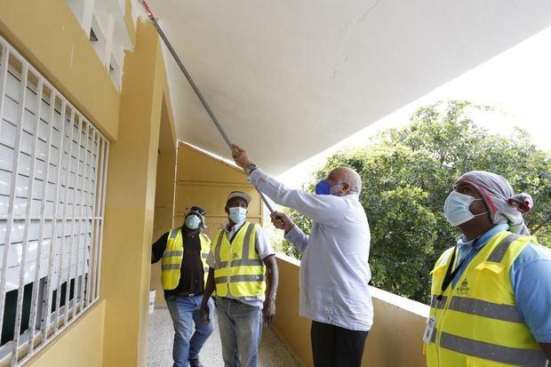 Ministro de Educación, Roberto Fulcar en el Liceo Antonio Garabitos, Cambita